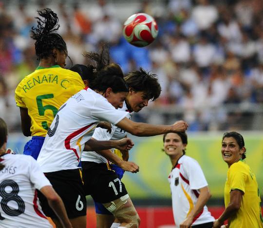 图文-[奥运会]德国女足0-0巴西 雷娜塔争头球