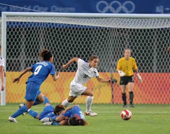图文-[奥运会]女足日本2-2新西兰 麦考尔个人突围