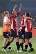 图文-[奥运会]女足挪威2-0美国 挪威队球员庆祝胜利