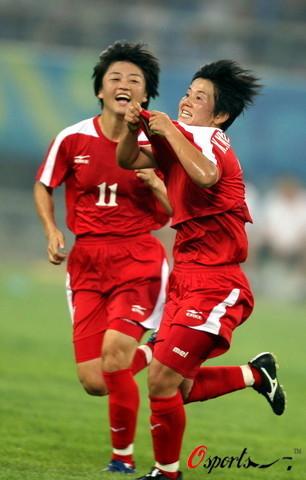 图文-[奥运会]朝鲜女足VS尼日利亚 许恩奔跑庆祝