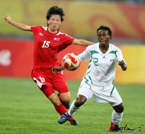 图文-[奥运会]朝鲜女足VS尼日利亚 场上比拼球技