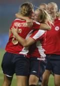 图文-[奥运会]挪威女足VS美国 考林为挪威打入首球