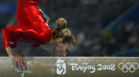 图文-奥运竞技体操项目精彩回顾 平衡木之吻