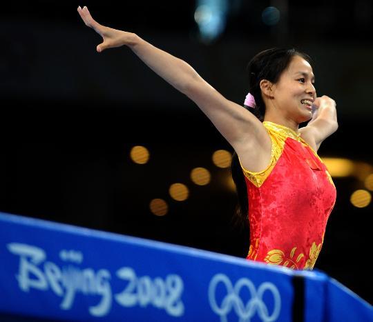 图文-奥运会蹦床项目精彩回顾 地面展身姿