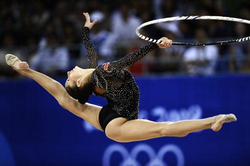 图文-奥运艺术体操精彩回顾 佩切娃尽情跳跃