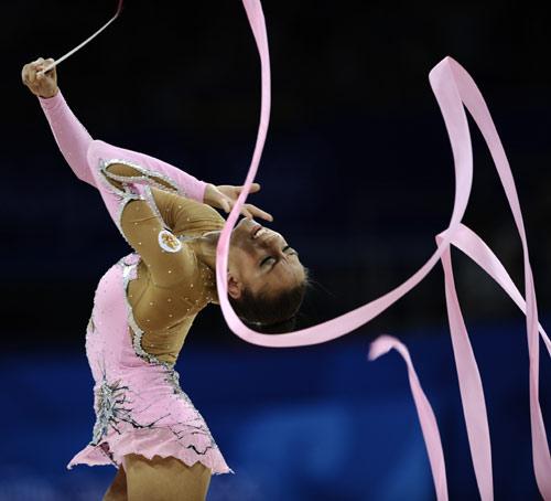 图文-奥运艺术体操精彩回顾 卡纳耶娃表情陶醉