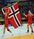 女子手球挪威队夺金