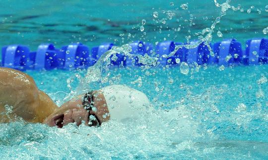 图文-朴泰桓获400米自由泳金牌 朴泰桓展露杀气