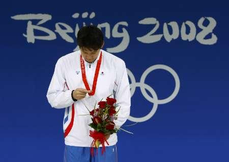 图文-男子400米自由泳张琳获银牌 朴泰桓观看奖牌