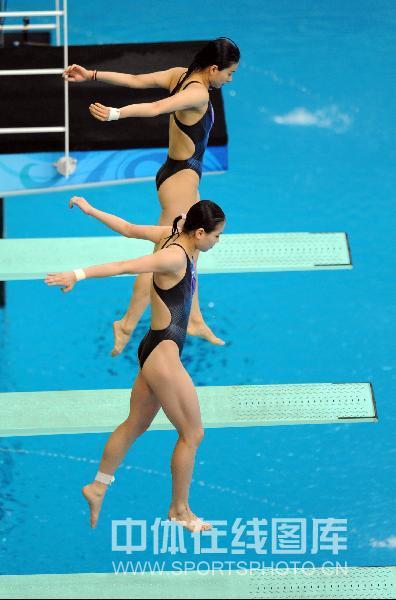 图文-奥运会女子双人3米板决赛 俩人的第一跳