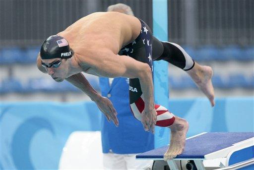 图文-菲尔普斯夺得200米蝶泳冠军 入水的瞬间