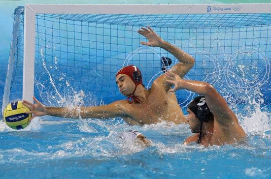 图文-14日水球比赛赛况 西班牙队守门员化解险情