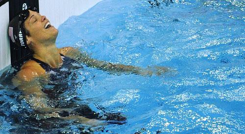 图文-斯特芬获50米自游泳冠军 托雷斯触壁之后
