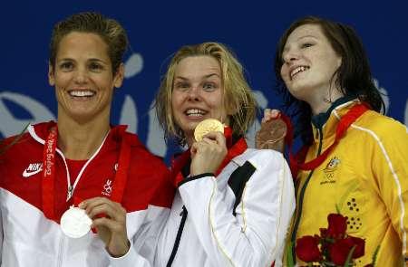 图文-斯特芬获50米自冠军 笑得合不拢嘴