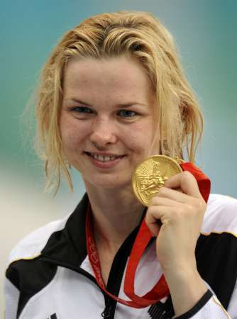图文-斯特芬获50米自冠军 金牌在手冠军微笑