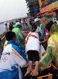 图文-男子10公里公开水域决赛 季军赛后被抬出场