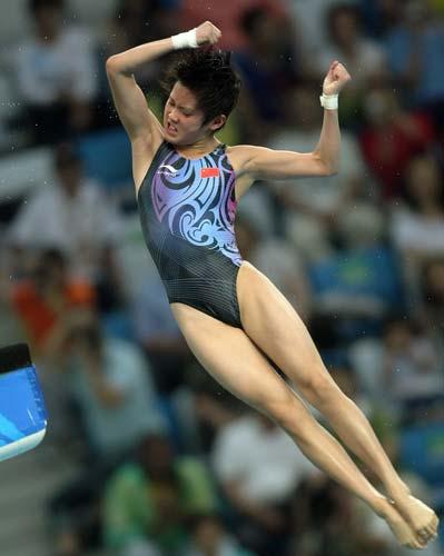 图文-女子单人十米跳台赛况 陈若琳空中转体