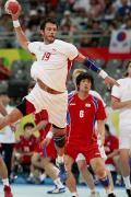 图文-男子手球丹麦胜韩国夺第七 这记重扣很难防