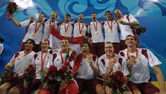 图文-奥运会男子水球匈牙利夺冠 队员们喜出望外