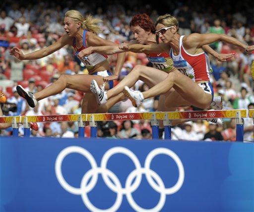 图文-女子七项全能赛况 各国选手争先跨栏