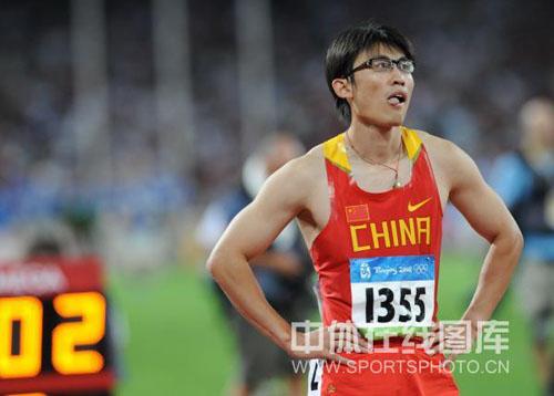 图文-田径男子百米预赛胡凯遭淘汰 眼睛侠有些失望