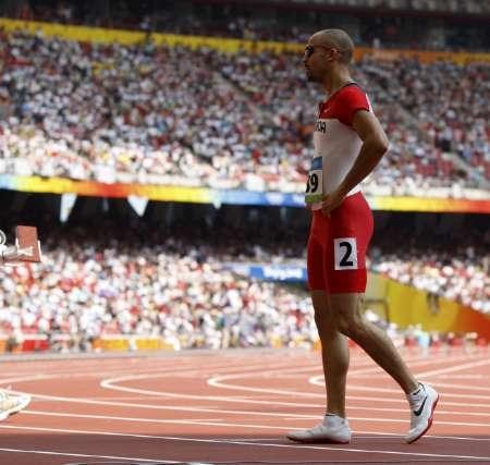 图文-奥运会男子400米预赛 失败者遗憾的离场