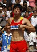 图文-刘翔因伤退出110米栏比赛 刘翔因伤表情痛苦