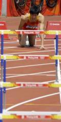 图文-刘翔因伤退出110米栏比赛 伤病让他无力跨越