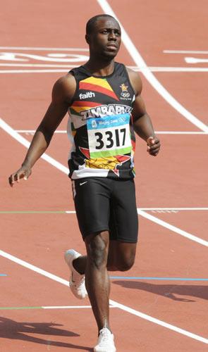 图文-奥运会男子200米预赛 布莱恩跨过终点线