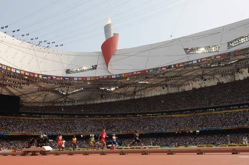 图文-奥运会男子200米预赛 火炬见证实力
