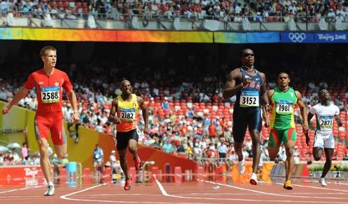 图文-奥运会男子200米预赛 健硕的跨步