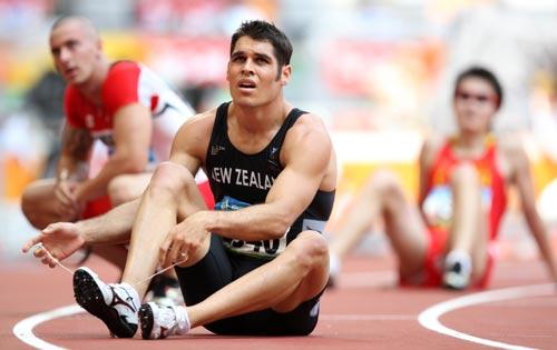 图文-奥运会男子200米预赛 焦急的等待各自成绩