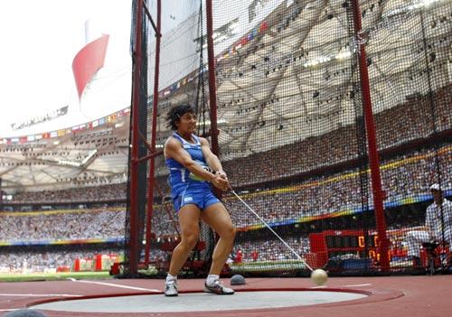 图文-女子链球及格赛赛况 意大利选手准备掷球