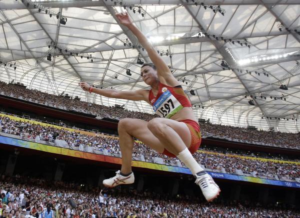 图文-奥运女子三级跳远决赛展开 一路向前