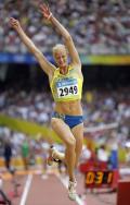 图文-奥运女子三级跳远决赛展开 瑞选手手舞足蹈