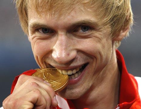 图文-[奥运]田径男子跳高决赛 今年流行吃金牌