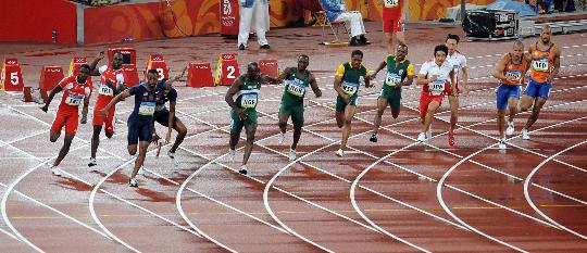 图文-男子4X100米盖伊掉棒美国出局 掉棒瞬间