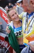 图文-女子20公里竞走决赛 意大利选手与教练庆祝