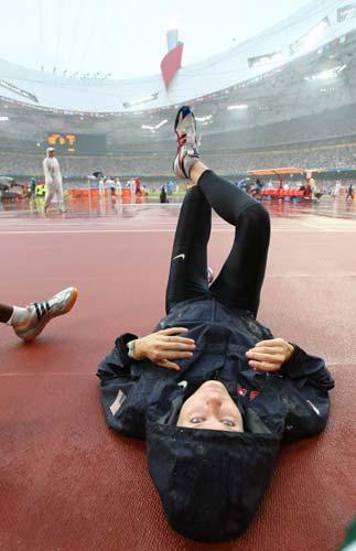 图文-女子跳高资格赛赛况 赛前很悠闲