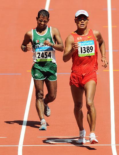 图文-男子50km竞走意大利夺冠 司天峰冲过终点