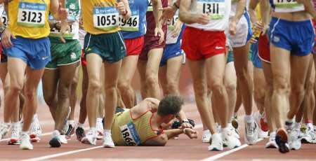 图文-奥运男子50公里竞走决赛 出师未捷先倒地