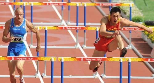 图文-奥运会男子十项全能 齐海峰飞身跨栏