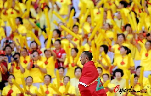 图文-奥运会男子马拉松决赛 疯狂的观众