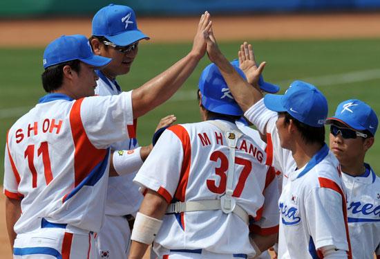 图文-19日棒球预赛赛况 庆祝胜利