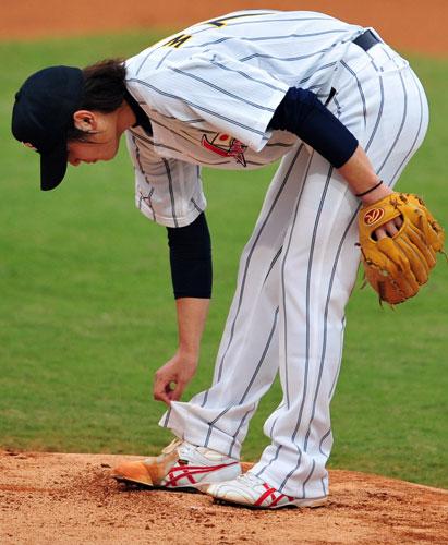 图文-19日棒球预赛赛况 痛惜鞋子和裤子脏了