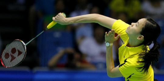图文-10日羽毛球女单赛况 黄妙珠在比赛中