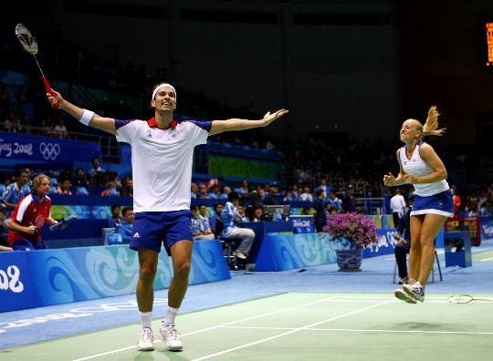 图文-羽球混双高��/郑波被淘汰 对手获胜兴奋异常