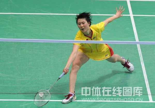 图文-奥运羽毛球女单3-4名决赛 上网低手接球