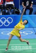 图文-奥运羽毛球女单3-4名决赛 这球还能接着吗