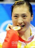 图文-奥运会羽毛球赛女单决赛 张宁咬住了金牌